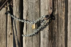 Wooden wall and chain lock Royalty Free Stock Photo