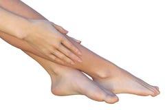 Verzacht aanraking van een vrouw aan haar benen Stock Afbeelding