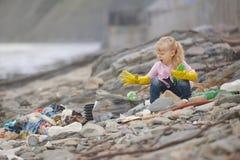 Verzamelend vuilnisbak ben pret Stock Foto's
