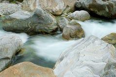 Verzasca flod fotografering för bildbyråer