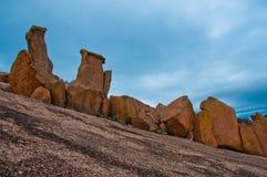Verzauberter Felsen-Abnutzungs-Felsen-Anzeigen-Rosa-Granit Lizenzfreies Stockbild