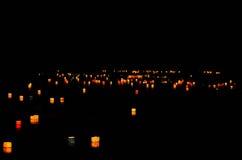 Verzendend onderaan document lantaarns in de vijver van Arashiyama, Kyoto Japan Stock Afbeelding