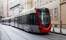 Verzendende Tram op de straat van Istanboel Stock Afbeeldingen