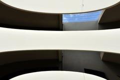 Verzerrte aufbauende Fassade Lizenzfreie Stockfotografie