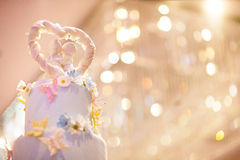 Verzieren Sie von der Hochzeitstorte Lizenzfreie Stockfotografie