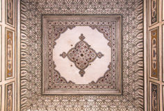 Verzierte Decke bei Hawa Mahal Stockfotos