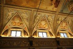 Verzierte Decke mit Freskos von Engeln im Museum Palazzo Te in Mantova, Italien Stockfotos