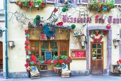 Verzierte Fassade eines Restaurants in Elsass Lizenzfreies Stockbild