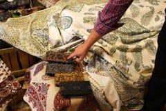 Verzierte Gewebe im großartigen Basar, Isfahan lizenzfreies stockbild