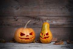 Verzierte Kürbise für ein Halloween auf einem mystischen Hintergrund lizenzfreies stockbild