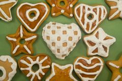 Verzierte Lebkuchen-Plätzchen Stockfotos