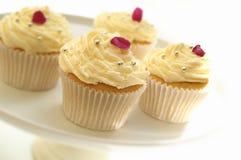 Verzierte Schalenkuchen auf Kuchenstand Stockbild