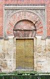 Verzierte Tür der Kathedrale-Moschee in Cordoba stockbilder