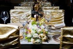 Verzierte Tabelle in der Gaststätte Stockfotografie