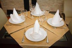 Verzierte Tabelle in der Gaststätte Lizenzfreies Stockbild