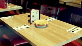 Verzierte Tabelle im Restaurantcafé stock footage
