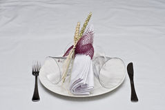 Verzierte Tabelle zum zu essen. Lizenzfreie Stockbilder