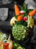 Verzierte Wassermelone, Karotte und roter Rettich Stockbilder