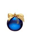Verzierter blauer Weihnachtsball lizenzfreies stockbild