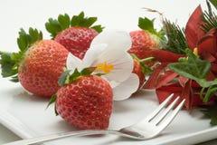 Verzierter Erdbeerenachtisch Stockfotos