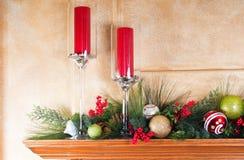 Verzierter Kaminumhang für Weihnachten Stockbilder