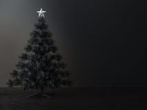 Verzierter Weihnachtsbaum in der Dunkelkammer Stockfotografie