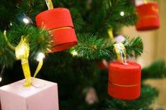 Verzierter Weihnachtsbaum, Kiefer, neues Jahr, Weihnachtslichtnahaufnahme stockbild