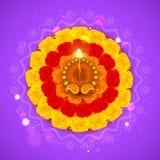 Verziertes Diwali Diya auf Blume Rangoli lizenzfreie abbildung