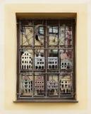 Verziertes Fenster in Cesky Kromlov, tschechisch Stockfotos