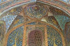 Verziertes islamisches Grab stockbilder
