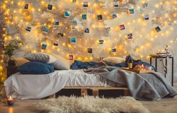 Verziertes Schlafzimmer kein stilvoller gemütlicher Innenraum der Leute Lizenzfreie Stockbilder