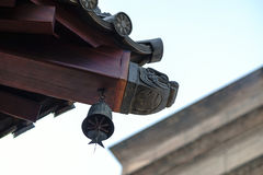 Verzierung auf einem Tempeldach Stockbilder
