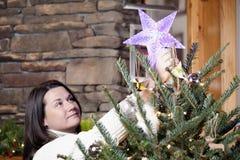 Verzierung des Weihnachtsbaums Lizenzfreies Stockfoto