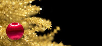 Verzierung des Weihnachtsbaums auf dem Gold lizenzfreies stockfoto