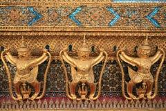 Verzierung: garuda Dekorationen auf der Wand Stockbilder