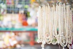 Verzierung gemacht von den Perlen im Souvenirladen Lizenzfreie Stockfotos
