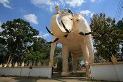 Verzierung: riesige Elefantskulptur am Tempel entra Stockfotografie