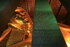 Verzierung: riesiges stützendes Gold Buddha in Wat Pho Stockfotografie