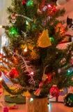 Verzierungen auf dem Weihnachtsbaum Lizenzfreie Stockfotos