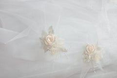 Verzierungen eines Hochzeitskleides Stockfoto