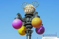 Verzierungen und Dekoration auf der Hauptstraße von Disneyland Paris Lizenzfreie Stockfotos