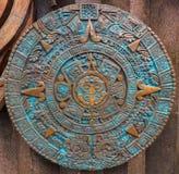 Verzierungsmusterdekorations-Designhintergrund des alten antiken klassischen aztekischen Bronzekalenders runder Aztekisches abstr lizenzfreies stockbild