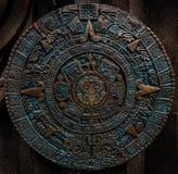 Verzierungsmusterdekorations-Designhintergrund des alten antiken klassischen aztekischen Bronzekalenders runder Aztekisches abstr Stockbild