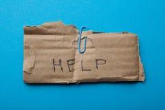 Verzoek om hulp op oud karton, schenking stock afbeelding