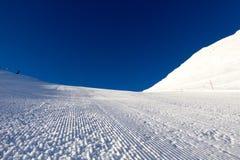 Verzorgde skihelling stock fotografie