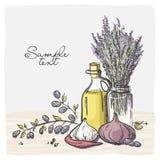 Verzweigen Sie sich mit Oliven und einer Flasche Olivenöl. Stockfotografie