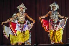 Ves dansare utför på den Esala Perahera teatershowen i Kandy, Sri Lanka Royaltyfri Fotografi