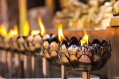 Vesak Bucha stearinljus i thailändsk tempel i Chiangmai Thailand Arkivbild