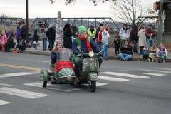 Vespa adornada en desfile Fotos de archivo