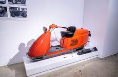 Vespa aerodinámica 1947 del modelo 85 de Salsbury de la naranja Foto de archivo libre de regalías